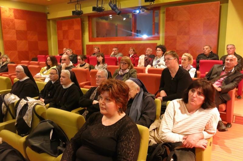 Publika  large