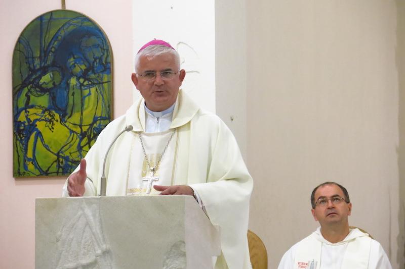 009 - misa - biskup uzinic propovijeda