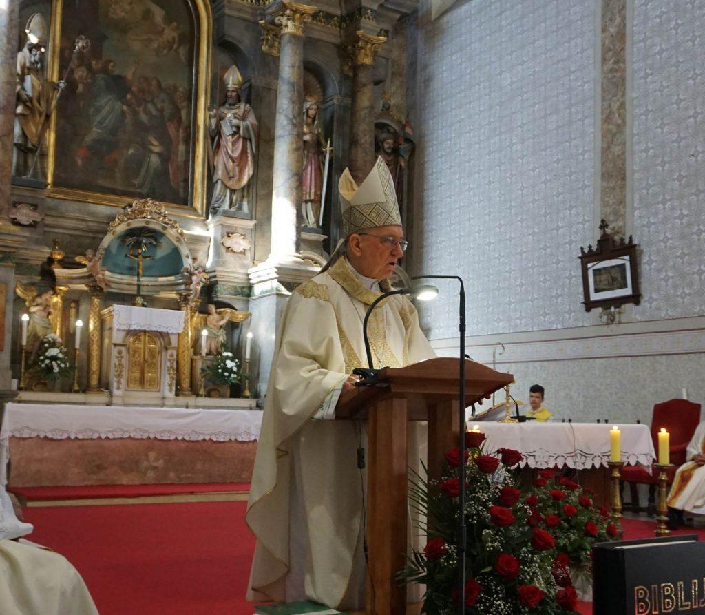 Biskup skvorcevic slavio zahvalnu misu u prigodi 500. obljetnice franjevaca u cerniku 1