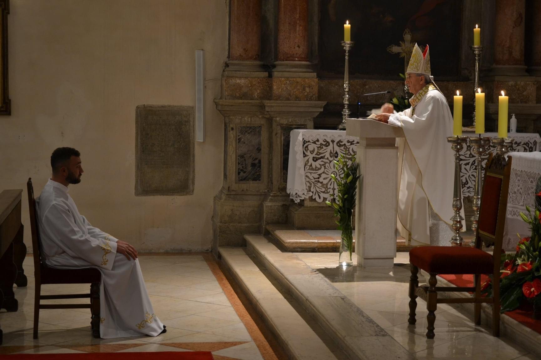 Zadarski nadbiskup zelimir puljic zaredio za dakona fra pavla ivica 1