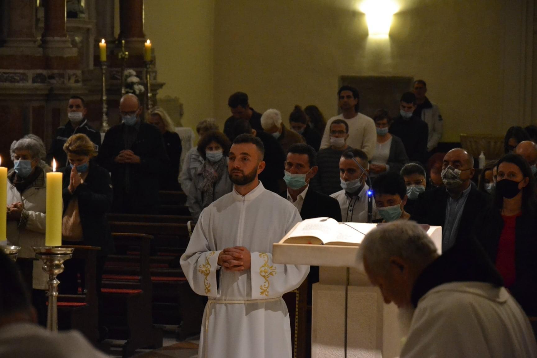 Zadarski nadbiskup zelimir puljic zaredio za dakona fra pavla ivica 4