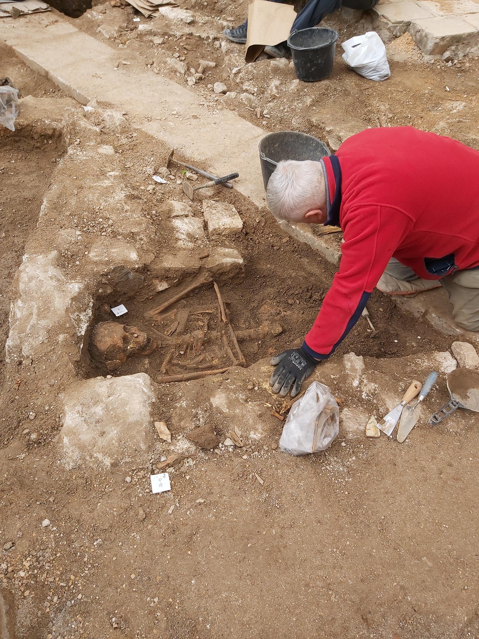 Uz samostan sv frane u sibeniku otkriveno staro groblje 1
