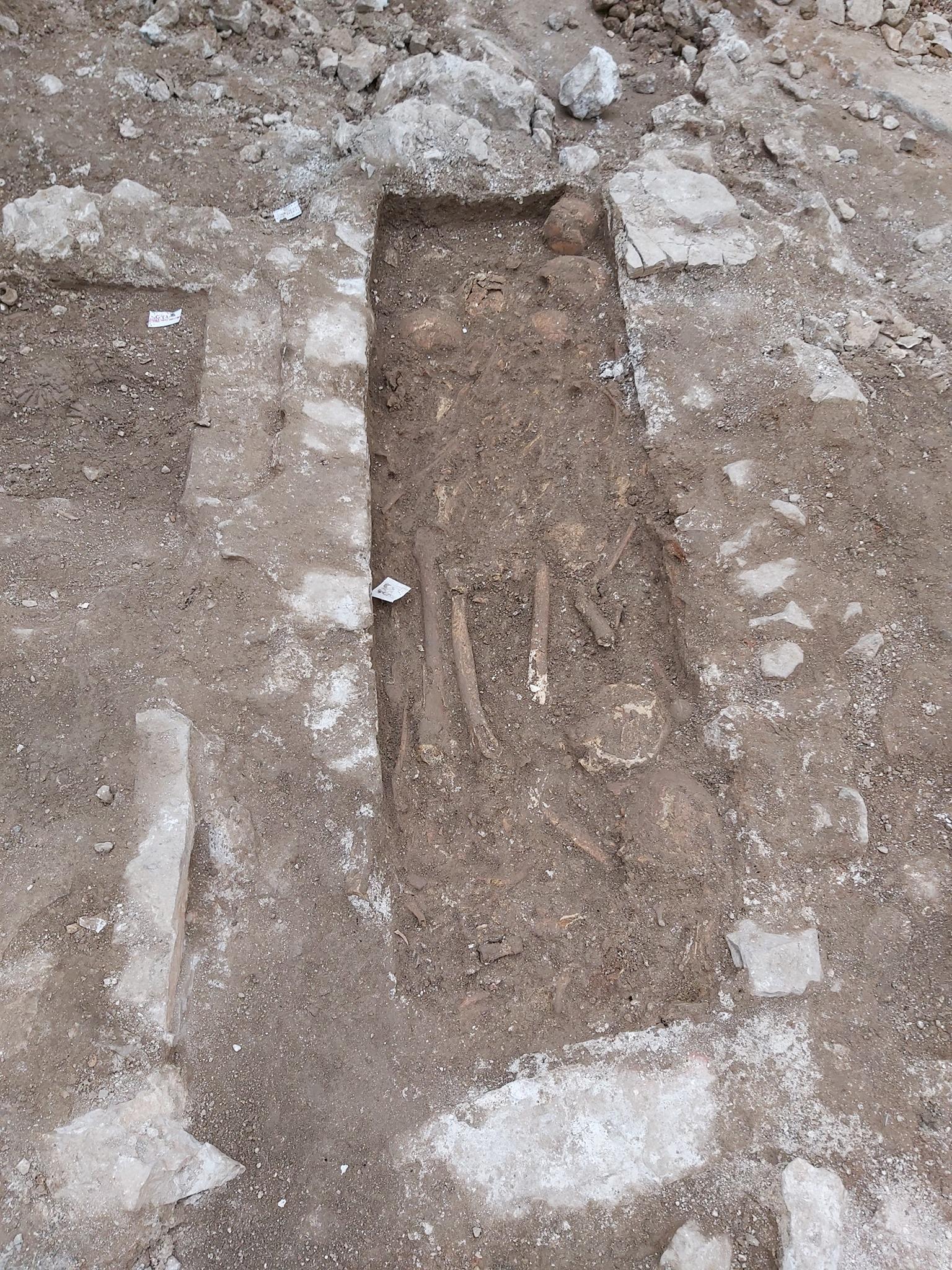 Uz samostan sv frane u sibeniku otkriveno staro groblje 2
