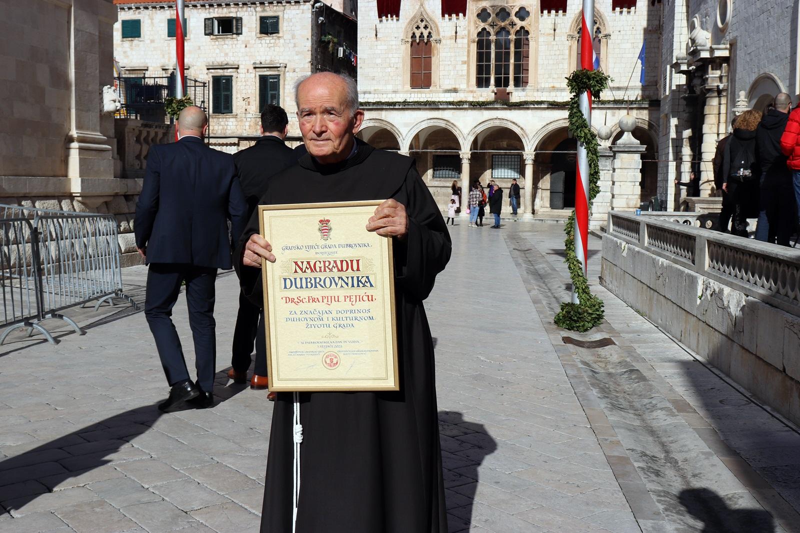 Redovniku franjevcu i sestrama franjevkama dodijeljene nagrade grada dubrovnika 2