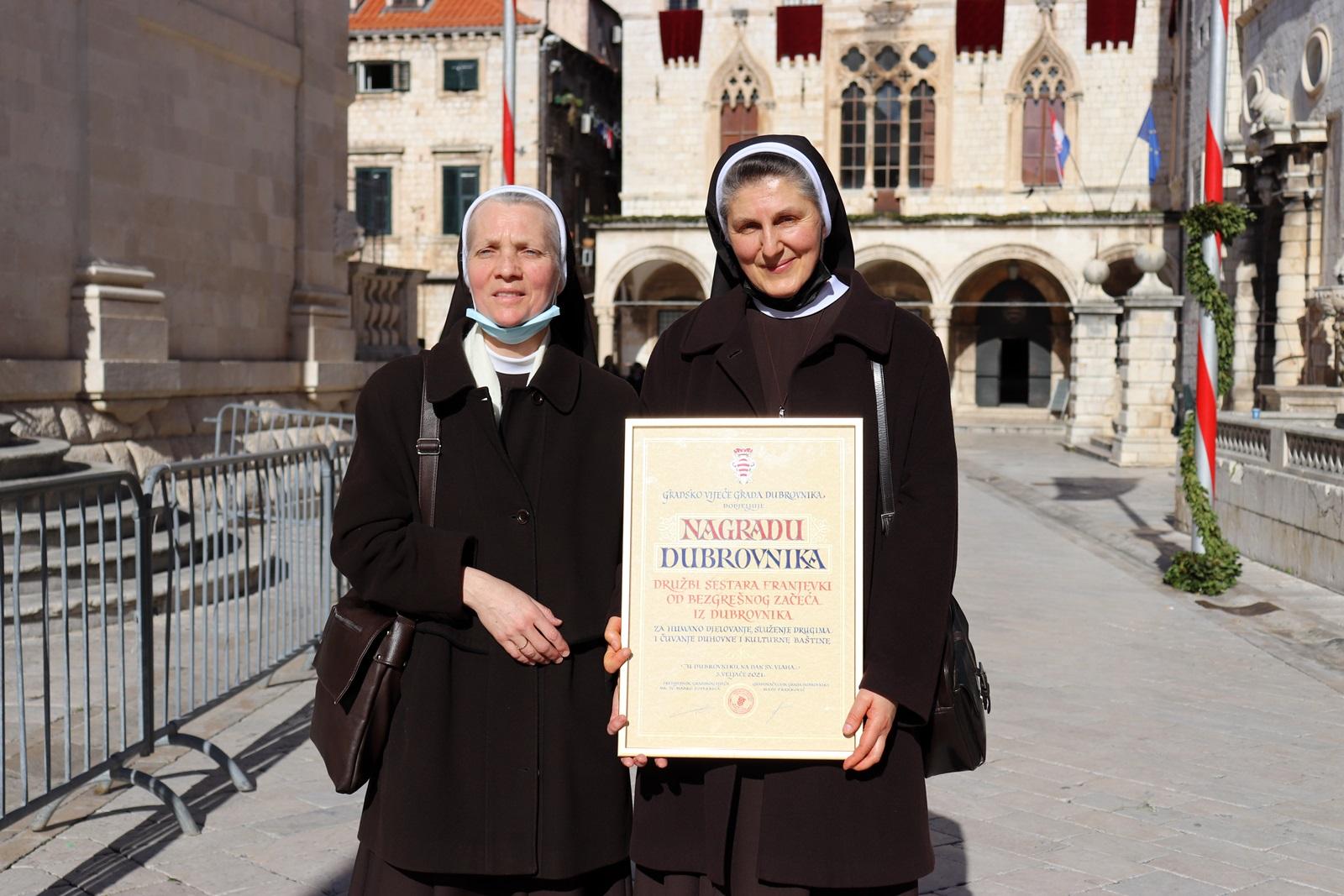 Redovniku franjevcu i sestrama franjevkama dodijeljene nagrade grada dubrovnika 3