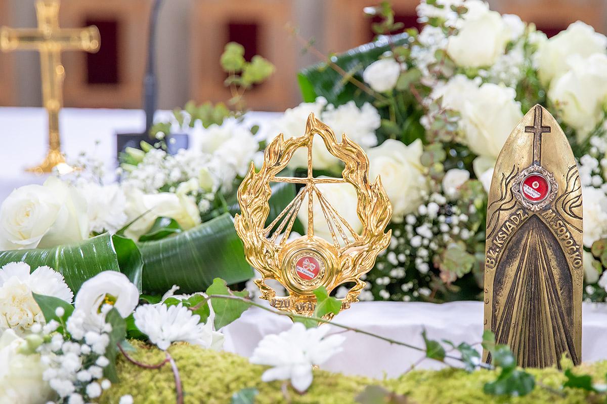 U baziliku sv kvirina na trajno stovanje stigle relikvije sv faustine kowalske i bl mihaela sopoc 1